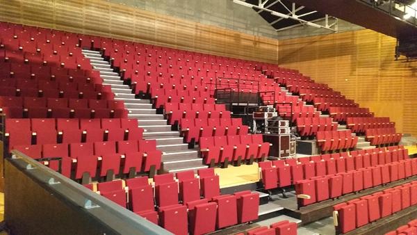 Salle de spectacle et gradin